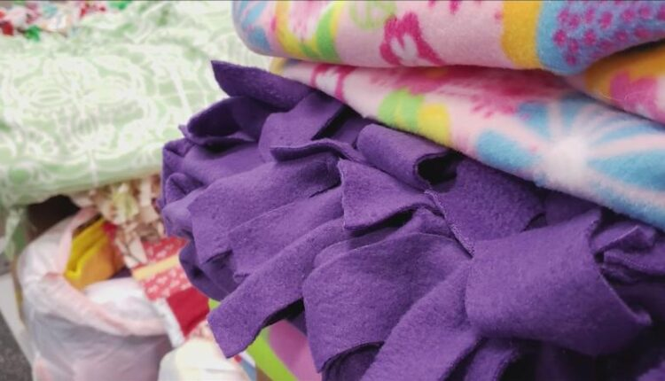 Project_Linus_provides_blankets_to_Duluth_Police-syndImport-104733.jpg