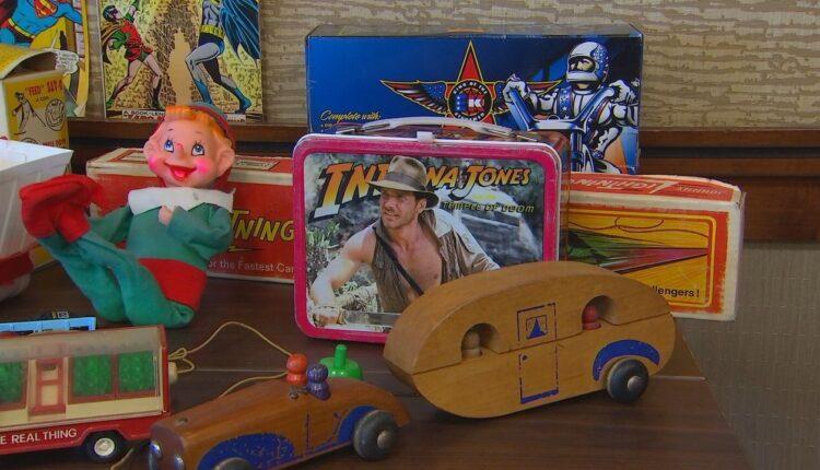 93d22ba0-vintage-toys.jpg