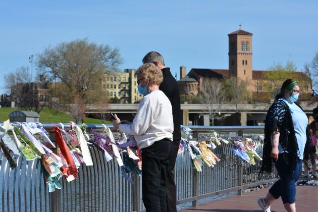 lake-george-memorial-ribbon-placing-2.jpg