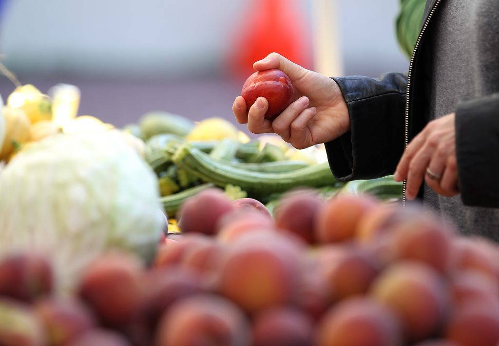 Help SNAP recipients shop at farmers markets | Opinion