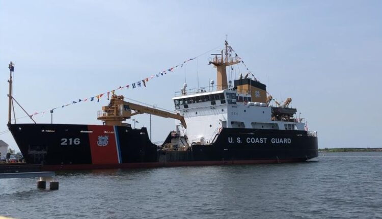 Coast_Guard_Lieutenant_Commander_of_the_Alder_relived_of_duty-syndImport-070235.jpg
