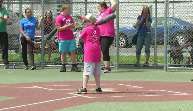 Twin_Ports_Miracle_League_inaugural_Home_Run_Derby_a_hit-syndImport-071052.jpg