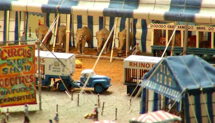 model-circus-builders.png