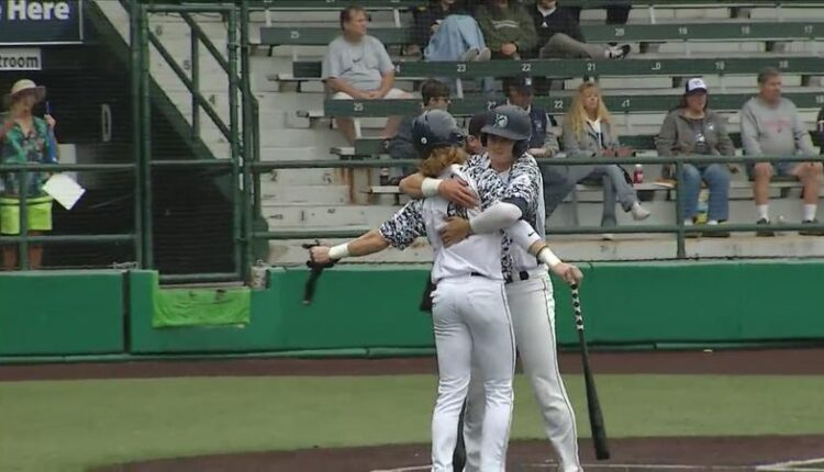 Duluth_Huskies_pick_up_big_1st_win_over_St_Cloud_this_season-syndImport-111318.jpg