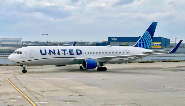 United-Airlines-Boeing-767-300-High-J-LAX-JFK-Zach-Griff-37.jpeg